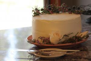 Floral garnished wedding cake